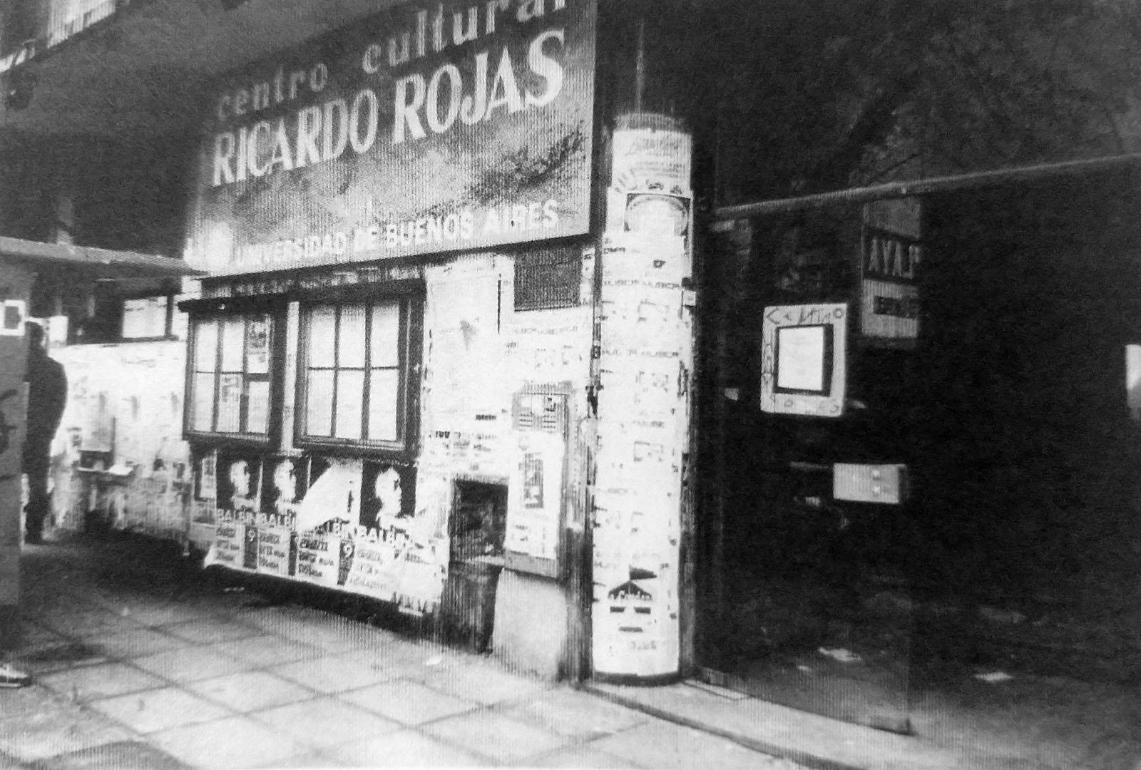 El Centro Cultural Ricardo Rojas, Universidad de Buenos Aires, c. 1985. En Natalia Calzón Flores (recop.), 25 años del Rojas, p.74. Buenos Aires Libros del Rojas.