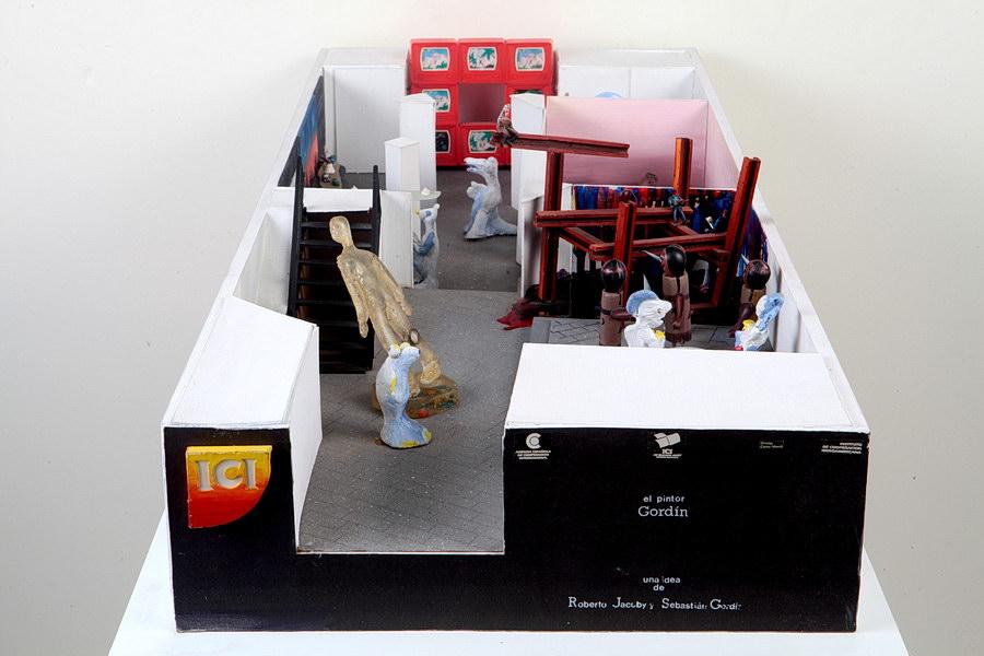 Sebastián Gordín, El Pintor Gordín en el ICI 1992, 1992, técnica mixta y maqueta, 40 x 100 x 13 cm.Área de Documentación y Registro, Museo Nacional de Bellas Artes, Buenos Aires