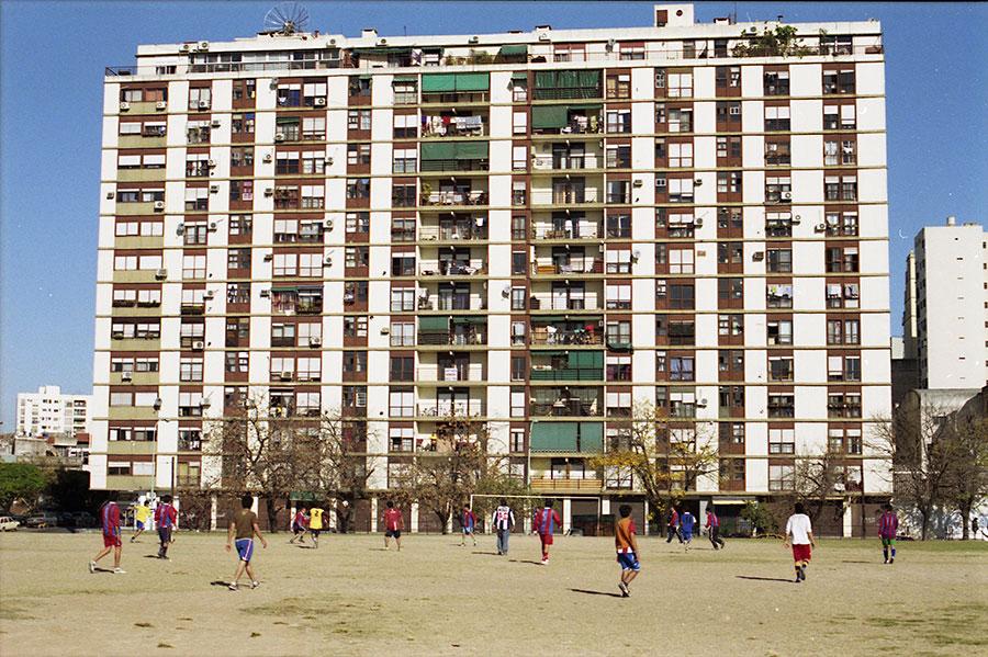 Alberto Goldenstein, Barrio La Boca, serie Flâneur, 2004, fotografía analógica, 27 x 39 cm