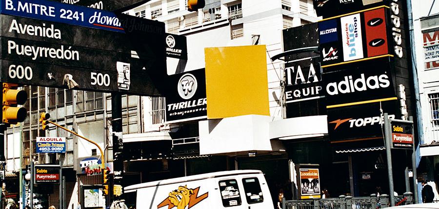 Alberto Goldenstein, Barrio Once, serie Flâneur, 2004, fotografía analógica, 27 x 39 cm