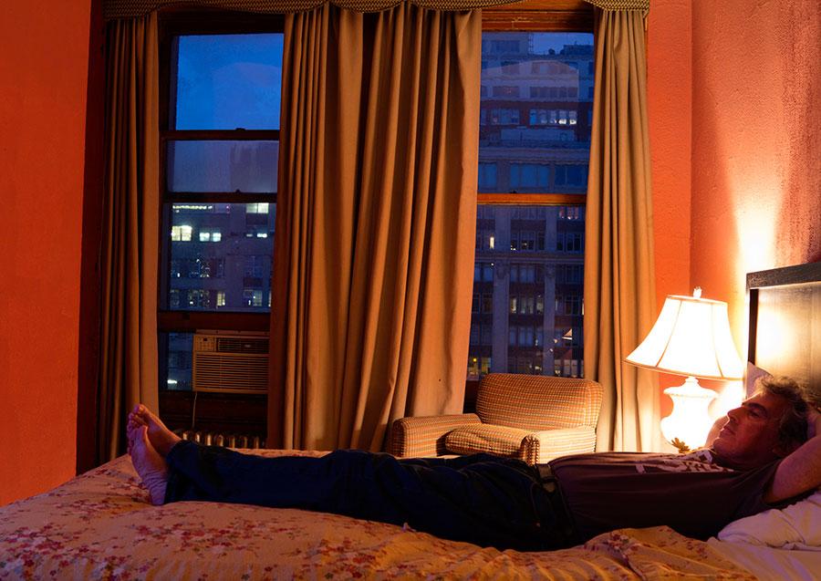 Alberto Goldenstein, Autorretrato en el Chelsea Hotel, Nueva York, 2011